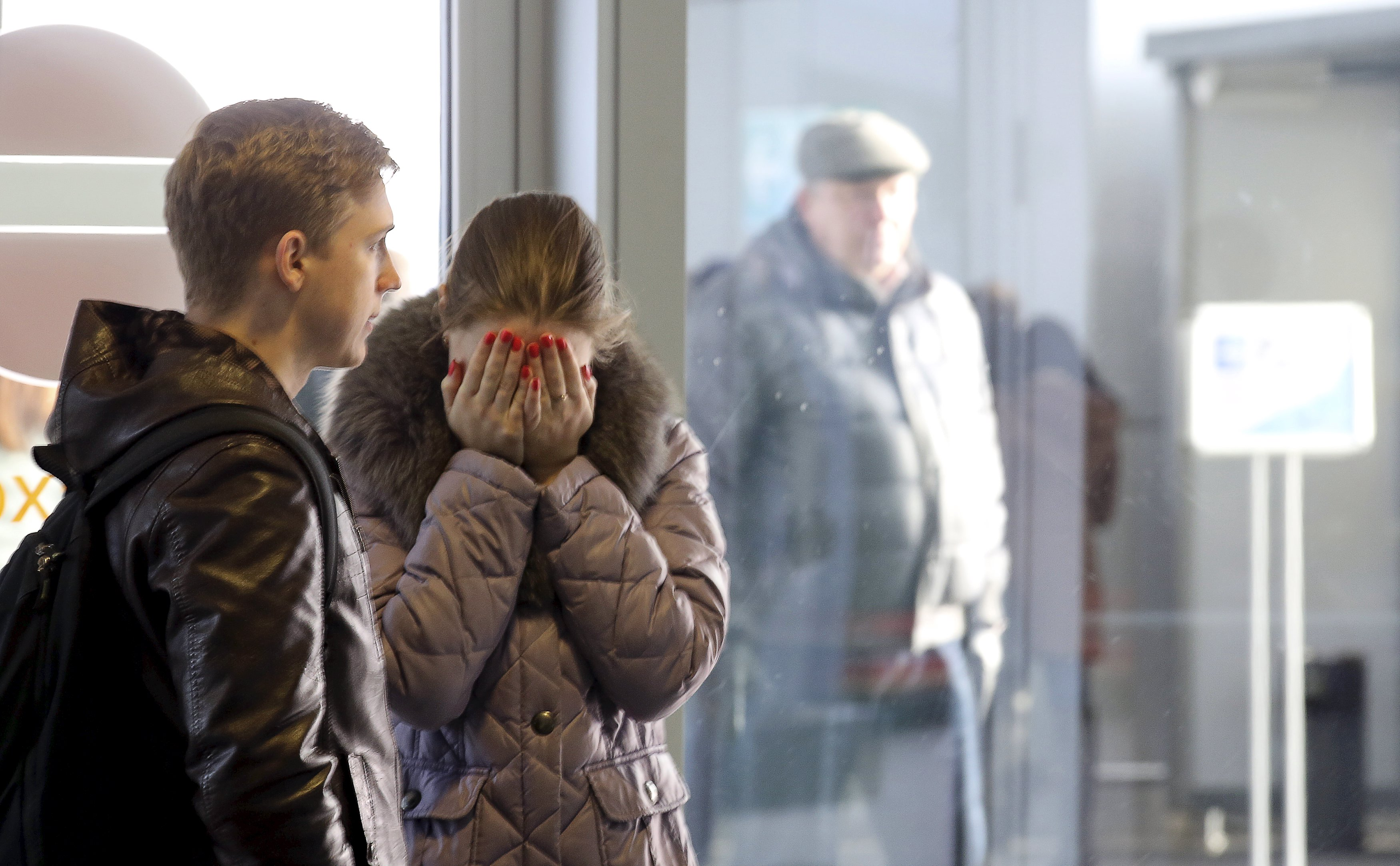 A woman reacts at Pulkovo airport in St. Petersburg, Russia, October 31, 2015. A Russian airliner carrying 224 passengers and crew crashed in Egypt's Sinai peninsula on Saturday, the Egyptian civil aviation authority said, and a security officer who arrived at the scene said most of the passengers appeared to have been killed. The Airbus A 321, operated by Russian airline Kogalymavia, was flying from the Sinai Red Sea resort of Sharm el-Sheikh to St Petersburg in Russia when it went down in a desolate mountainous area of central Sinai soon after daybreak, the aviation ministry said. REUTERS/Peter Kovalev